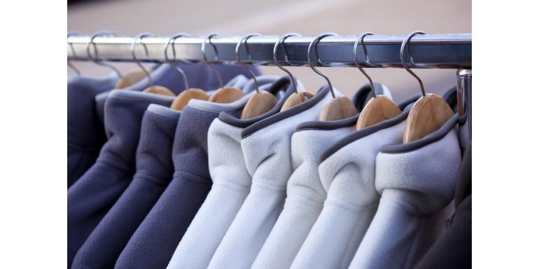 Polary firmowe dla pracowników sklepu – dlaczego to dobry sposób na reklamę?