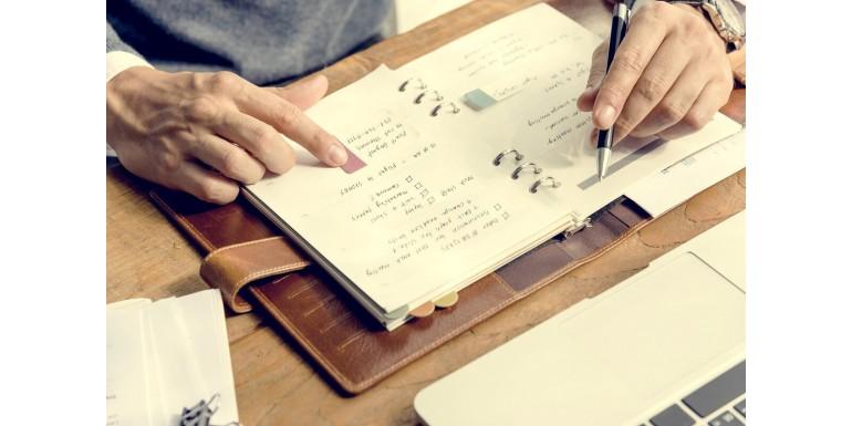 Czym notes konferencyjny różni się od zwykłego notatnika?