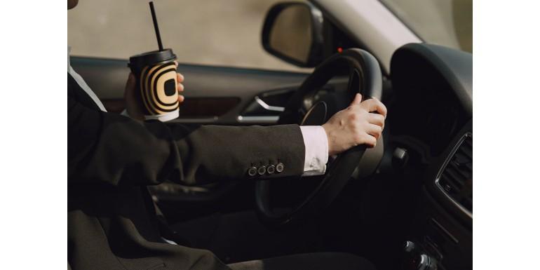 Jak wybrać kubek termiczny dla kierowcy?